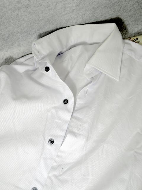 シワのあるワイシャツ